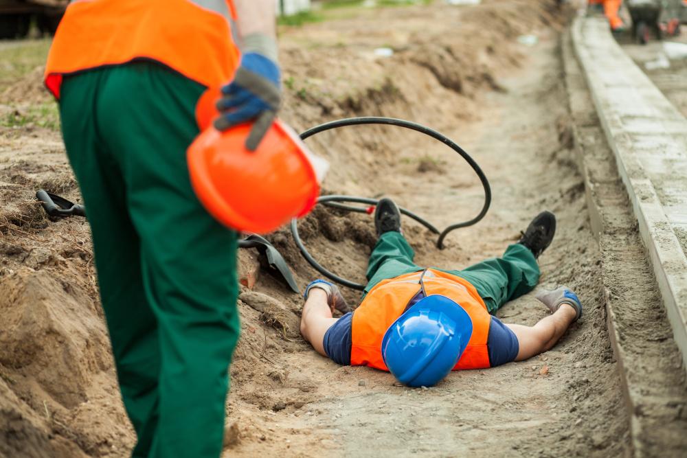 wypadek pracownika podczas pracy na budowie