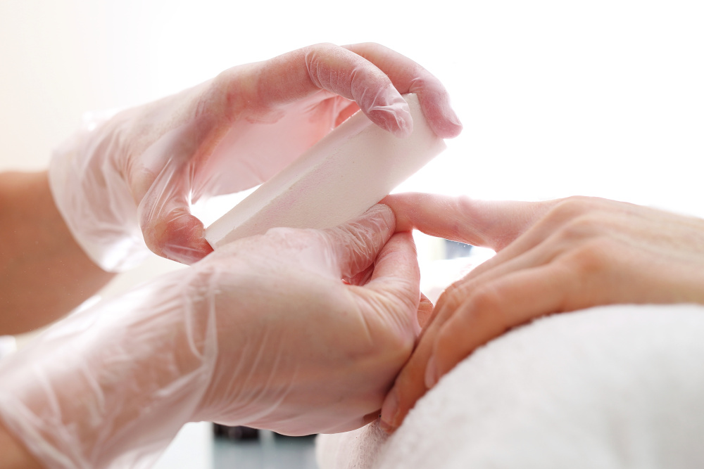 piłowanie płytki paznokcia pilnikiem